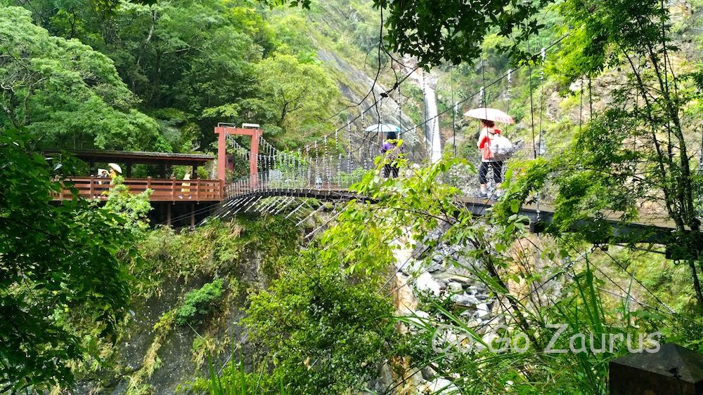 白楊吊り橋と白楊瀑布