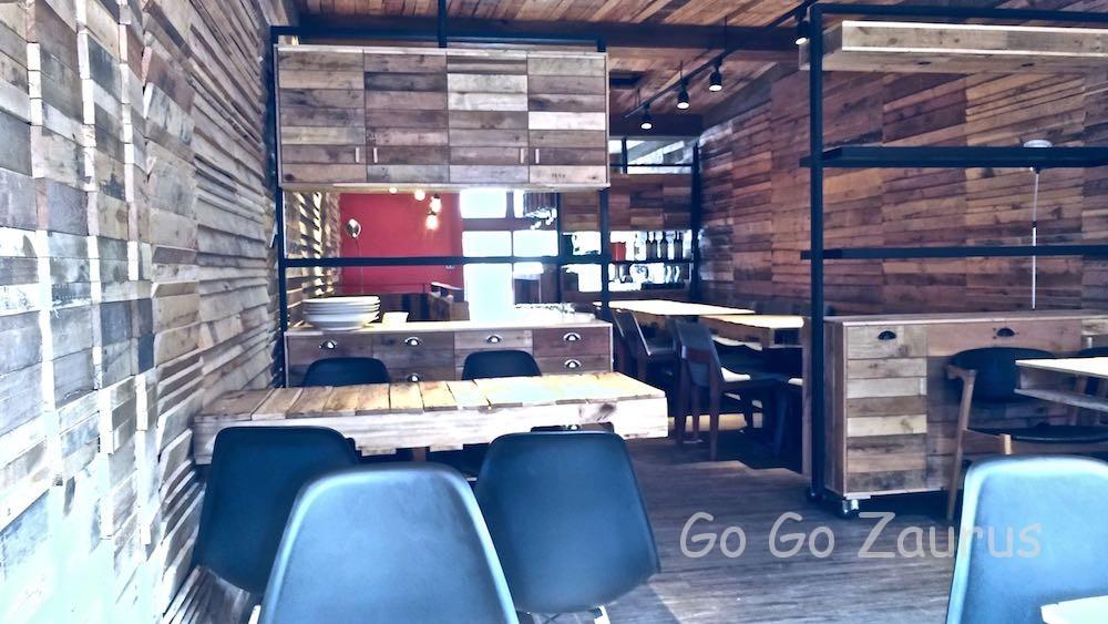 2階はカフェスペース