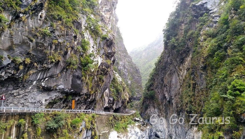 峡谷は大理石