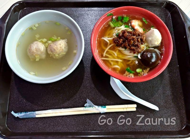 担仔麺とスープ
