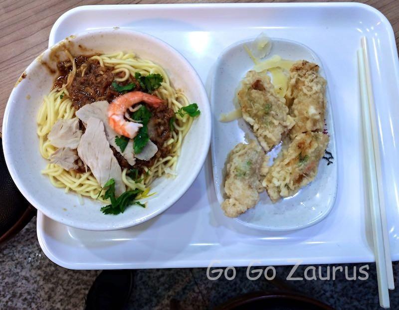 担仔麺と蝦まき
