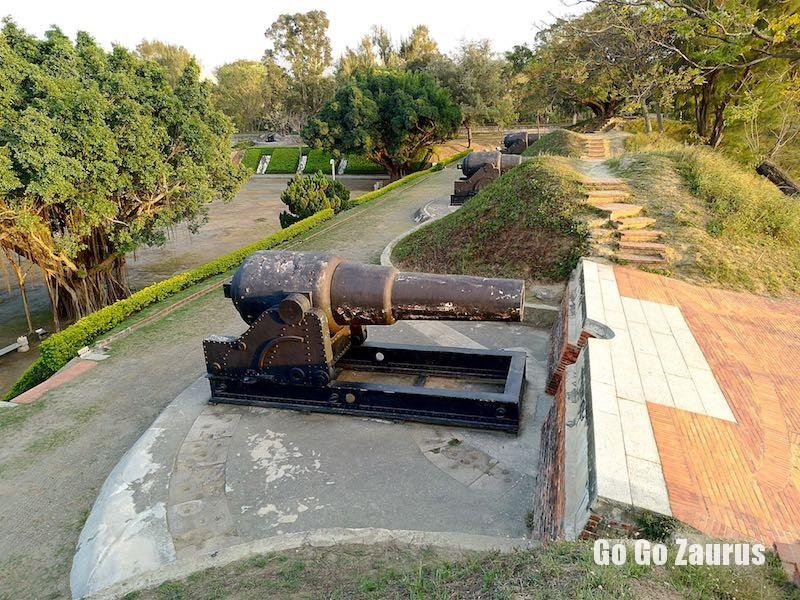 三門のアームストロング砲