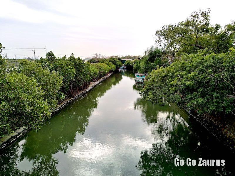 四草大眾廟から見た四草綠色隧道