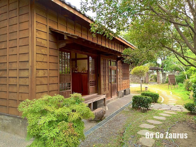 日式宿舍メインの建物