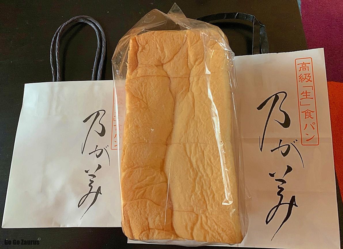 紙袋と食パン