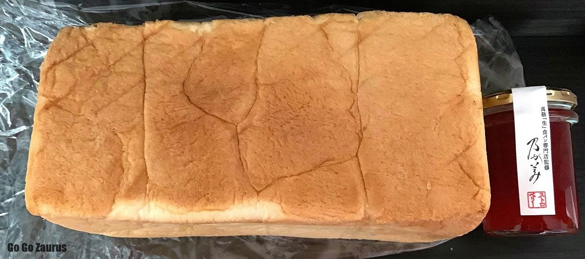 食パンとジャム