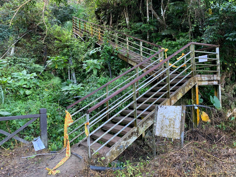 白玉瀑布への階段