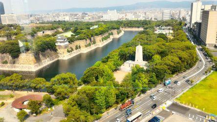 大阪市歴史博物館階段踊り場から大阪城公園2